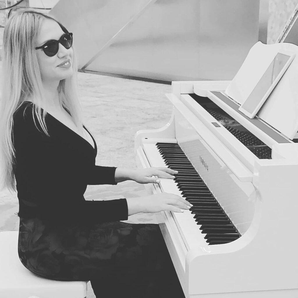 AD - Pianist - GAE events - Dubai - UAE (7)