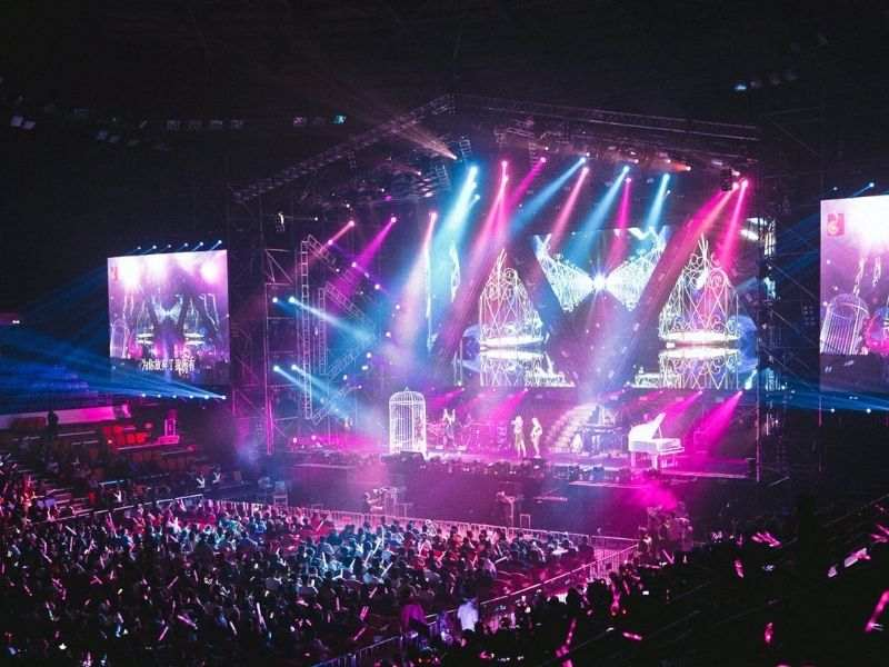 Staging-LED-screens-Lighting-Sound-Systems-Dubai